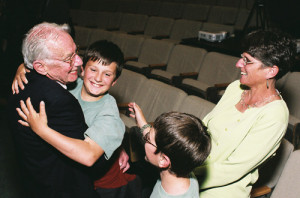 "Art Rosenfeld with his daughter, Margaret, and grandchildren at The ""Rosenfeld Effect"" Energy Symposium at UC Berkeley in 2006 (credit: CEC)"